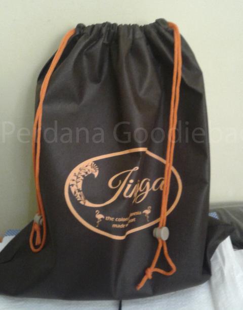 tas serut laundry dengan tali