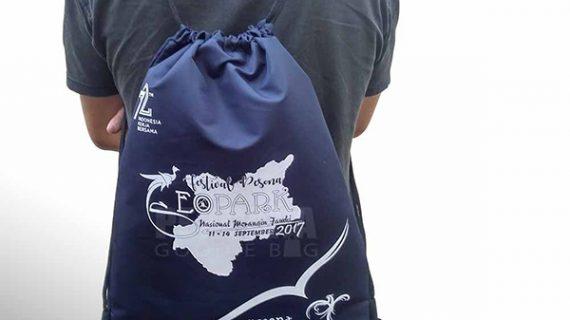 Model Drawstring Bag Bahan Taslan Sablon Di Ciputat