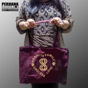 tas kanvas merah maroon sablon gold endless love sunter Q3434