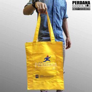 contoh tas untuk seminar taslan dengan kombinasi kantong depan LPJK Q3627