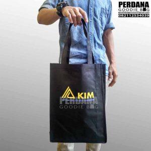 tas spunbond murah meriah sablon KIM di Jakarta Utara Q3634