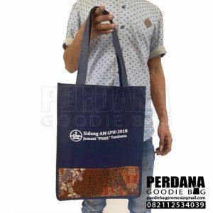 souvenir tas spunbond kombinasi batik palu sulawesi Q3961