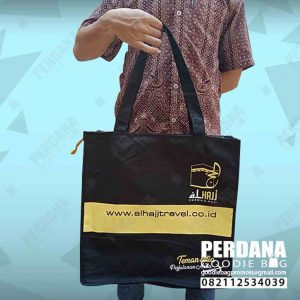tas travel haji kanvas di Makassar by Perdana id4210