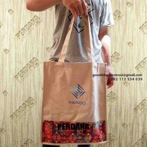 contoh tote bag kanvas etnik dan sablon by Perdana Goodie Bag id5102