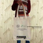 Perdana Goodie Bag Jual Tas Spunbond 30×40 Krem Sablon Kirim Ke Baji Mangai Sulawesi Selatan