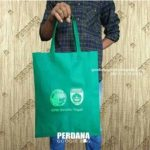 Pengiriman Tas Souvenir Spunbond Press Hijau Tua Ke Jl Perintis Kemerdekaan Palembang Sumatera Selatan