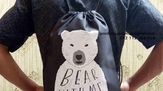 Model Tas Serut Anti Air Taslan Hitam Sablon Beruang Perumahan Harapan Indah Bekasi