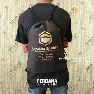 Jual goodie bag spunbond model serut hitam ID6571P