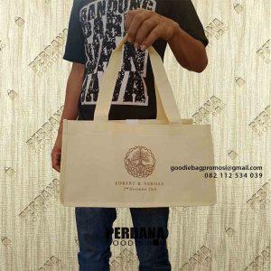 Jual Tas Goodie Bag Bahan Spunbond Klien di Taman Golf Boulevard Modernland Cikokol id4600