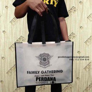 Konvensi Tas Goodie Bag Bahan Spunbond Desain Sablon Kirim Harapan Mulya Medan Satria Kota Bekasi id7684P