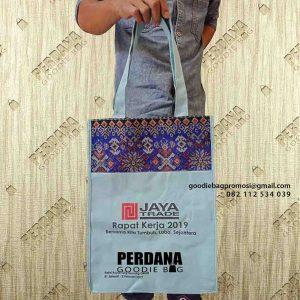 Tas Kain kanvas kombinasi batik dengan desain sablon